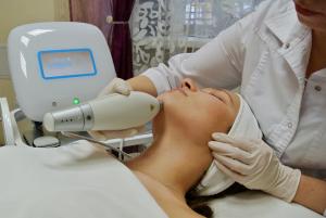 Косметическая процедура на аппарате Clear+Brilliant