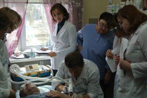 Специалисты «Роден-Мед»: дерматологи, косметологи, хирурги, - во время работы на аппарате ЛАЗЕР FriendlyLight NEO Nd: Yag (1064 нм) в рамках тематического усовершенствования.